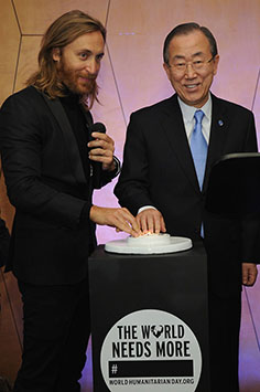 "2013 David Guetta Premieres New Music Video ""One Voice"" Onto The Front Of UN Headquarters"